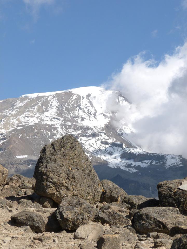 Наш флаг на горе Килиманджаро